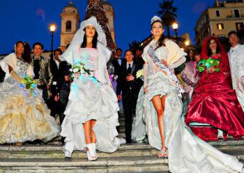 Beatrice Bertolino sfila a Piazza di Spagna per Celli Sposi